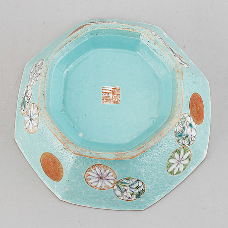 A famille rose and turquoise ground footed dish, qing dynasty, late 19th century.