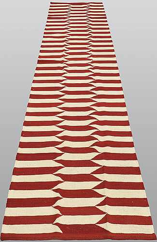 Gallerimatta, slätväv, ca 393 x 83 cm.
