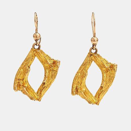 Helky juvonen, a pair of 14k gold earrings. westerback, helsinki 1972.