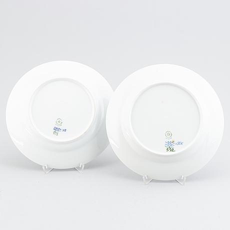 Royal copenhagen, 40 'musselmalet' porcelain plates.