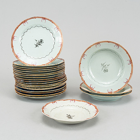 A part export porcelain dinner service, qing dynasty, jiaqing (1796-1820).