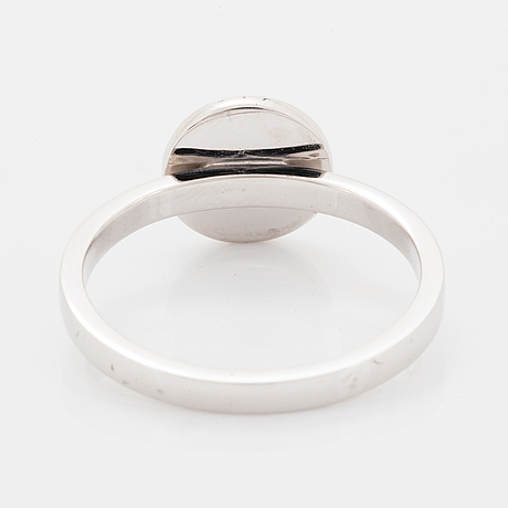 Ring, vitguld med åttkantslipade diamanter.