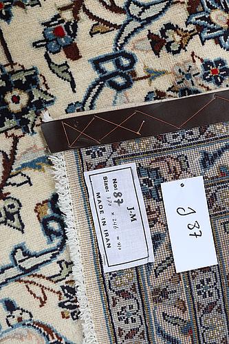 A carpet, kashan, ca 370 x 246 cm.