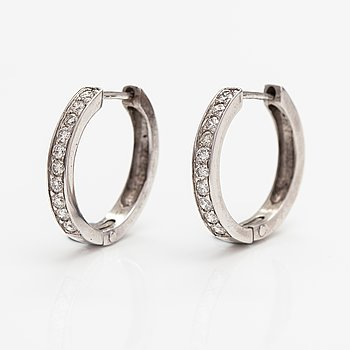 A pair of 14K white gold earrings with diamonds ca. 0.30 ct in total.