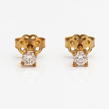 A pair of 18K gold earrings with diamonds ca. 0.40 ct in total.