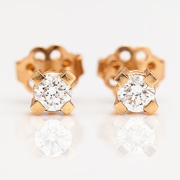 A pair of 14K gold earrings with diamonds ca. 0.42 ct in total.