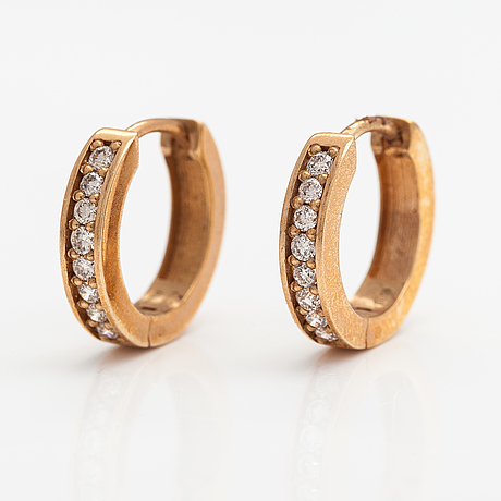 A pair of 14k gold earrings with diamonds ca. 0.26 ct in total. itd, espoo.