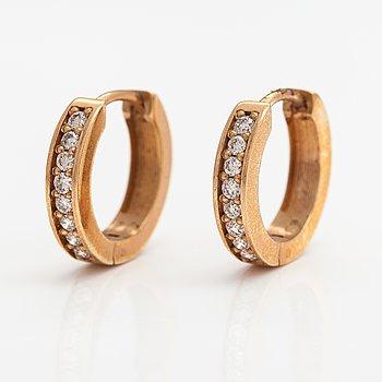 Örhängen, 14K guld, diamanter ca. 0.26 ct tot. ITD, Esbo.