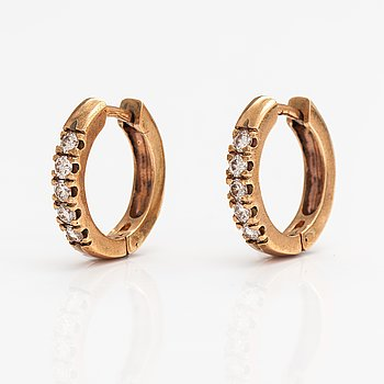 A pair of 14K gold earrings with diamonds ca. 0.50 ct in total. Benfin, Helsinki.