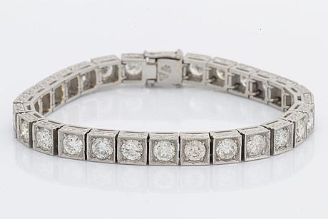 Bracelet paltinum with brillnat-cut diamonds approx 11 ct, inclusions.