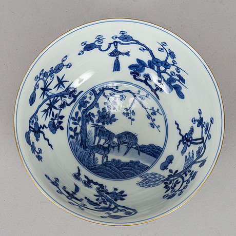 A famille rose enamelled bowl, late qing dynasty, early 20th century.