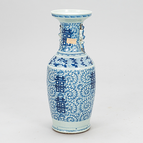A blue and white floor vase, qing dynasty, around 1900.