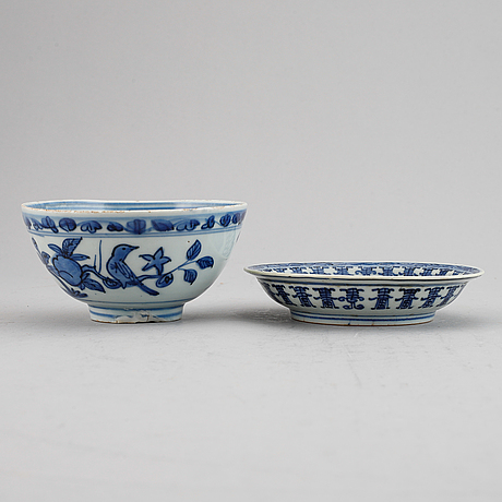 A blue and white bowl and a dish, ming dynasty (1368-1644).