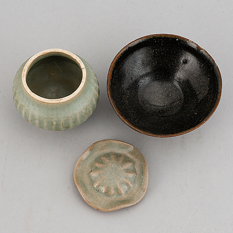 A ceramic jar with cover and a teabowl, yuan dynasty.
