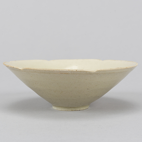 A ceramic bowl, song dynasty  (960-1279).