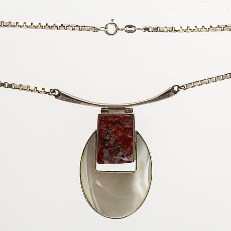 3 silvercollier, malakitkulor, pärlemor och rött stenämne, virad halsring georg jensen.