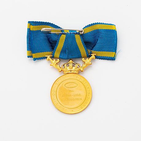 A swedish royal gold medal, dated 1949.