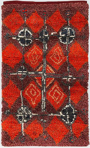 Raija gripenberg, a finnish long pile ryijy rug for helmi vuorelma. circa 175x105 cm.