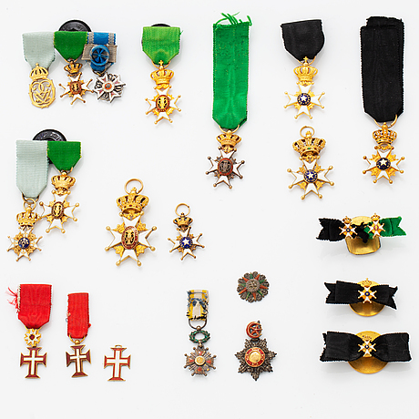 A group of miniature decorations, mostly swedish.