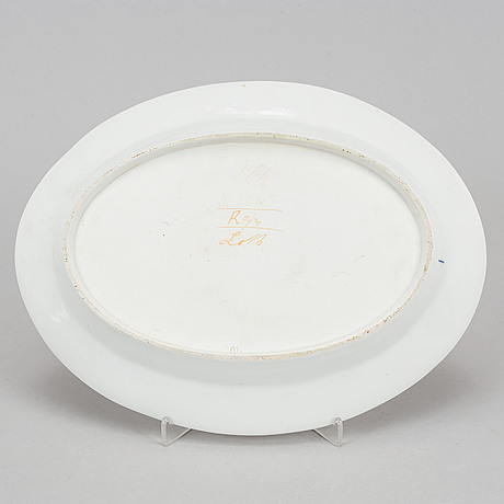 Six porcelaine plates and one serving dish, berlin, late 19th century.