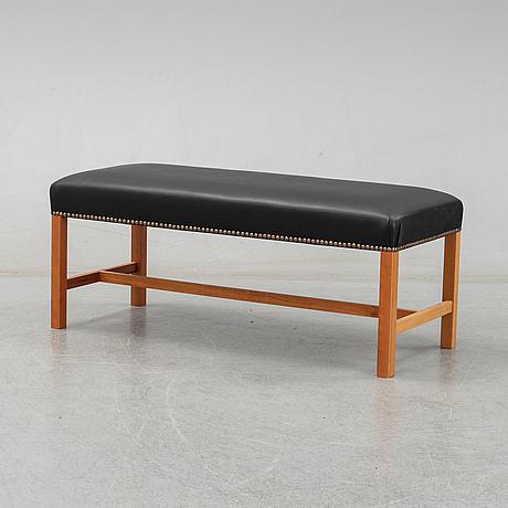 Josef frank, a model 2082 bench for firma svenskt tenn.