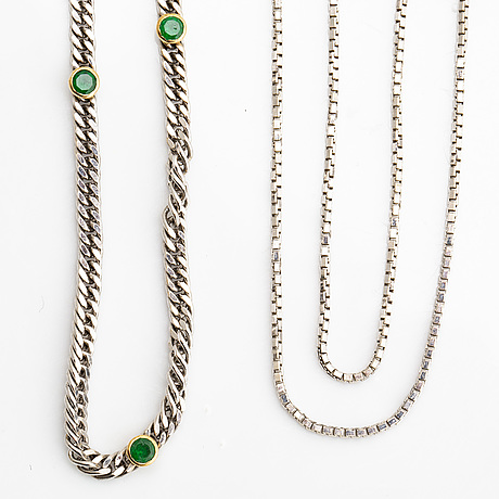 2 chains 18k whitegold, 1 with green stones, total weight 12,4 g.