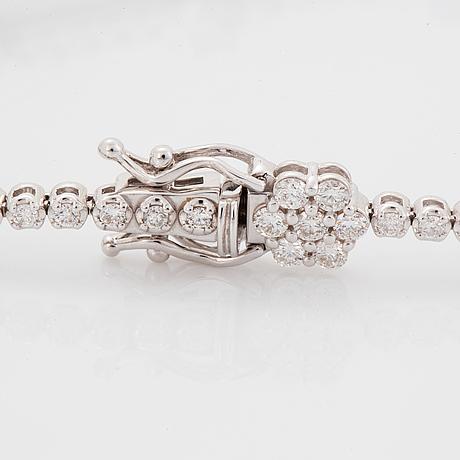 Armband med briljantslipade diamanter.