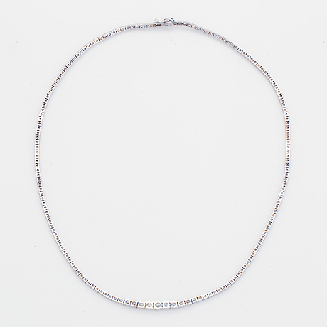 An 18k white gold necklace set with round brilliant-cut diamonds.