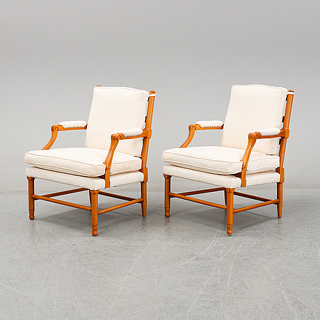 A pair of late 20th or early 21th century armchairs.