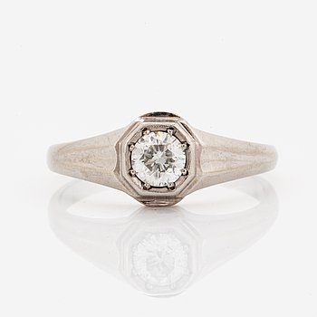 Brilliant-cut diamond ring.