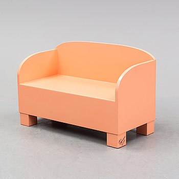 Marie-Louise Ekman, a bench/sofa, executed for the Marie-Louise Ekman exhibition at Moderna Museet, Stockholm 2017.