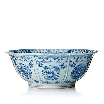 899. A rare blue and white lobed bowl, Ming dynasty, 16th Century.