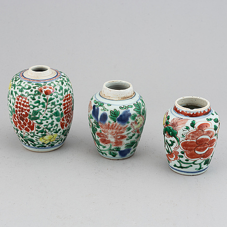 Three wucai transitional jars, 17th century.