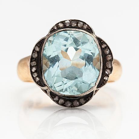 An 18k gold ring with an aquamarine and diamonds. hj. weckström, helsinki 1927.
