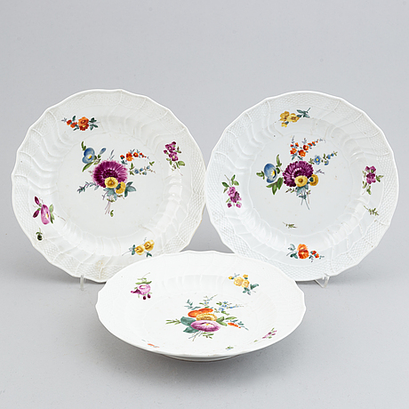 13 meissen porcelain dishes, and a serving dish, punktzeit (1756-1773).