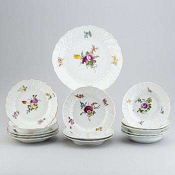 13 Meissen porcelain dishes, and a serving dish, punktzeit (1756-1773).
