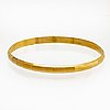 Bangle 18k gold, innercircumference and width approx 19 x 0,5 cm, 11,7 g, does not open.