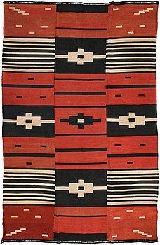 Kirsti Gallen-Kallela, a Finnish flat weave carpet by Tarvaspään Mattokutomo. Circa 188x292 cm.