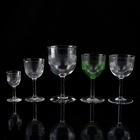 A 86 pieces glass service.