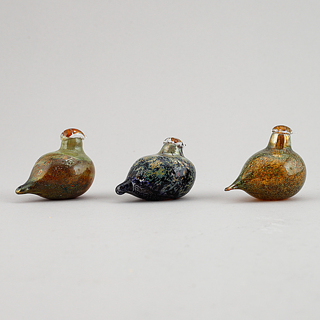 Oiva toikka, three miniature glass birds, nuutajärvi, finland, signed.