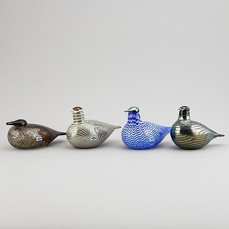 Oiva toikka, a mixed lot of four glass sculpture birds, signed, nuutajärvi, finland.