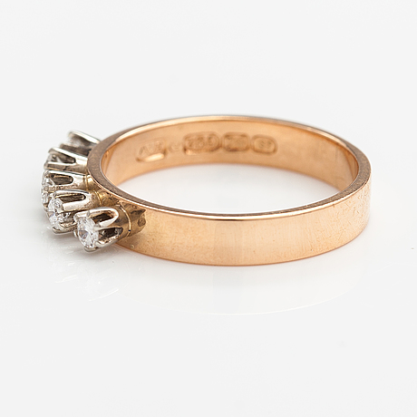 An 18k gold ring with diamonds ca. 0.20 ct in total. aake lionell röyskö, tampere 1971.