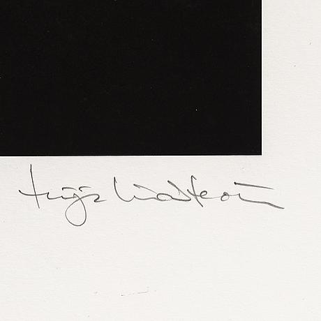Tuija lindström, arkivbeständig pigmentprint, signerad tuija lindström med blyerts. edition 33/100.