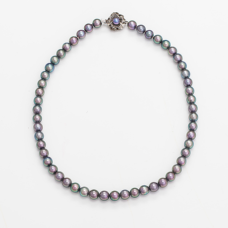 A pearl collier with cultured pearls and silver clasp.
