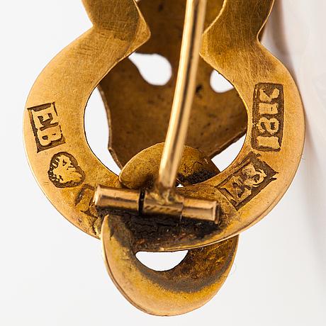 A pair of 18k gold earrings. enoch bäckström, vaasa 1862.