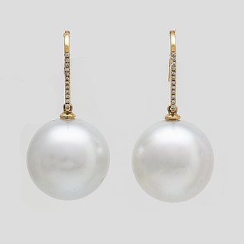 Earrings 14K gold 2 South Sea pearls approx 16 mm and paste.