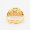 An 18k gold ring set with a round brilliant-cut diamond.