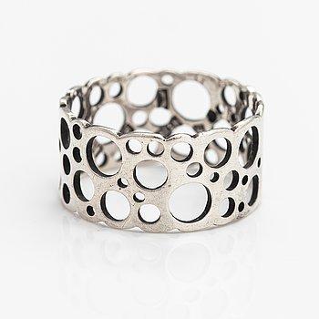 "Liisa Vitali, A silver ring ""Pitsi"". Aatos Johannes Hauli, Helsinki 1968."