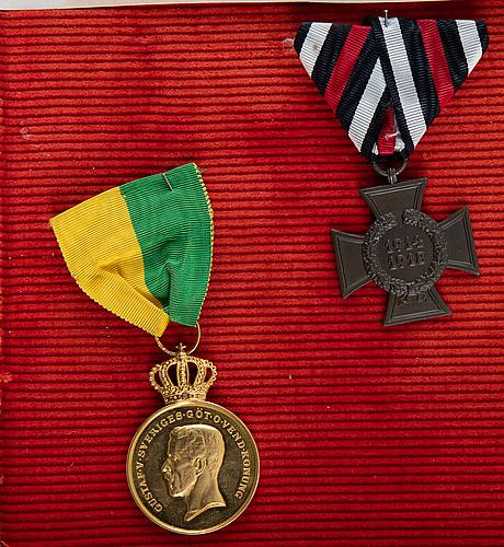 Carl thieme, ordnar och utmärkelser i skåp.