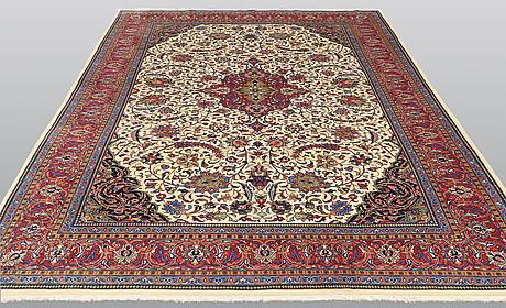A carpet, sarouk, ca 351 x 241 cm.
